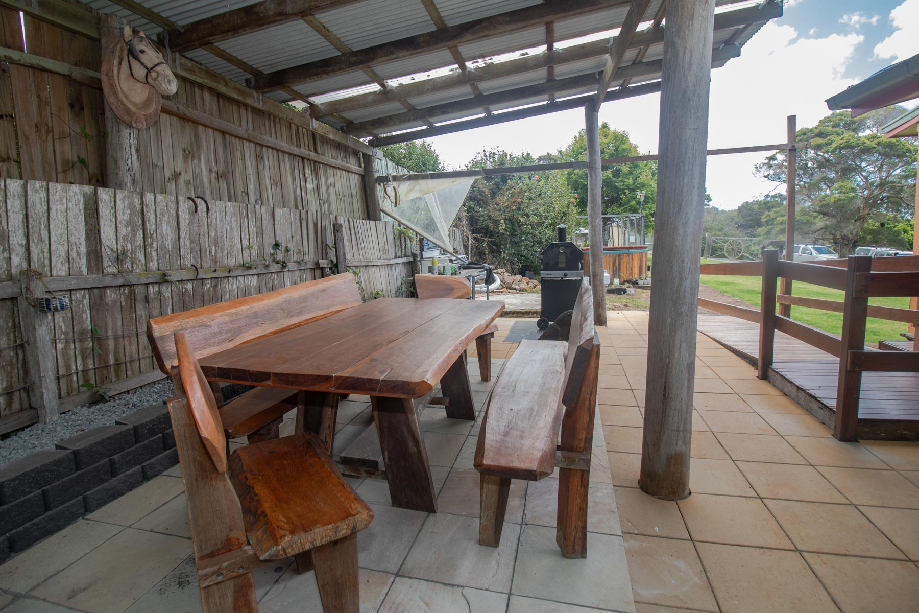 Mystery Mountain Farm Stay   Outdoor Dining